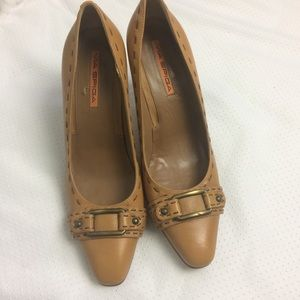 Via Spiga | Mustard Heels with Stitching size 9